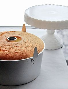 Lemon Chiffon Cake I think if there's a recipe that calls for lemon, I'm a happy camper! Today is National Lemon Chiffon Cake Day and a perfect cake for you to whip up for Easter. Bolo Chiffon, Lemon Chiffon Cake, Lemon Desserts, No Bake Desserts, Just Desserts, Cake Cookies, Cupcake Cakes, Cupcakes, Meringue Frosting