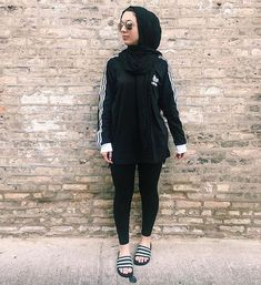 find this pin and more on hijab fashion Muslim Fashion, Modest Fashion, Hijab Fashion, Fashion Outfits, Sport Food, Sports Hijab, Promotion Dresses, Under Armour, Sport Fashion