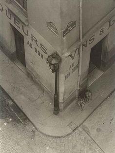 Au Bon Coin 1929 By Andre Kertesz Angle De La Rue Du Pot De Fer Et De La Rue Tounefort Andre Kertesz Noir Et Blanc Paris Noir Et Blanc