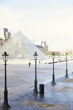 Girls meeting place at the Louvre