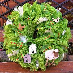 jutový věnec s ovečkou Burlap Wreath, Christmas Wreaths, Holiday Decor, Home Decor, Jute, Christmas Swags, Decoration Home, Holiday Burlap Wreath, Interior Design
