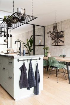 I bet everybody loves an industrial kitchen style. It's aesthetically pleasing even if not the most popular trend in kitchen design. Industrial Kitchen Design, Vintage Industrial Decor, Industrial Living, Industrial Interiors, Kitchen Interior, Home Interior Design, Industrial Shop, Industrial Farmhouse, White Industrial