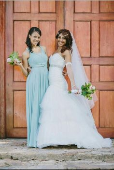 Valentine vintage weddding. Bridesmaid with sea green infinity dress. Bride with lacy gloves.