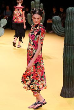 Japanese designer Tokuko Maeda's Spring/Summer 2012 collection was beautiful! Inspired by traditional folk art and textiles from Mexico, the clothes showcased all of the rich textures and colors that come from Mexican clothing but still incorporated typical Japanese silhouettes.