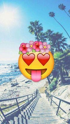 Imagen de emoji, beach, and wallpaper