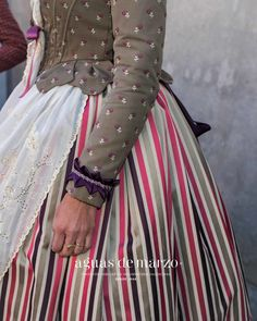 Blog Kurti Sleeves Design, Sleeves Designs For Dresses, Sleeve Designs, Drag Clothing, Old Dresses, Folk Costume, Historical Clothing, Style Inspiration, Clothes For Women