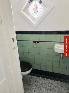Colors and pattern Toilet Sink, New Toilet, Bad Inspiration, Bathroom Inspiration, Modern Scandinavian Interior, Bathroom Plans, Vintage Bathrooms, Home Reno, Beautiful Bathrooms