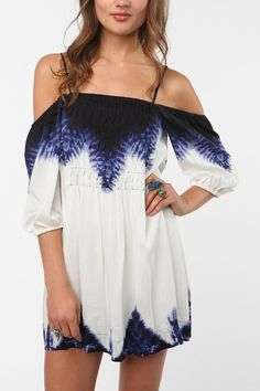 Ecote Breezy Off The Shoulder Dress - Urban Outfitters