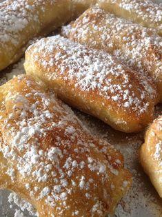 'Ένα νόστιμο γλυκάκι ιδανικό για τον απογευματινό καφέ!          Θα χρειαστούμε   Για τη γέμιση  5-6 μεγάλα μήλα  1 φλυτζ. καστανή ζάχαρη ...