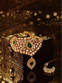 Such a gorgeous piece of uncut diamonds...