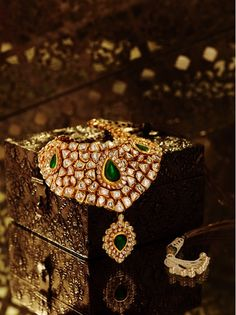 Polki necklace - uncut diamonds from Rajasthan.