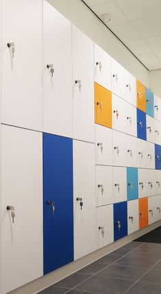 Beautiful LUVIO design lockers, made of wood with melamine top coating. Design by Olssen® of Holland.  Fit perfectly in the office's interior.  Check out our website for more information: http://www.olssen.nl/nl/lockers/design/houten-lockers/