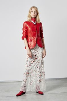 Ermanno Scervino Resort 2019 Fashion Show Collection: See the complete Ermanno Scervino Resort 2019 collection. Look 14 Red Fashion, Fashion 2020, Fashion News, Fashion Brands, High Fashion, Fashion Outfits, Womens Fashion, Ermanno Scervino, Fashion Show Collection
