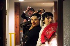 Mañana sábado la Casa de la Cupletista, un cuplé acompañado de su tapa de cava y pollo frío. La Gatomaquia (casa-cueva) y Katum Teatro recuperan la tradición de principios del siglo pasado celebrando el fin de la Cuaresma en el teatro. Una joya en el Madrid que más nos gusta. Dos únicas funciones!! __JOYAS EFÍMERAS. LA GATOMAQUIA __ Autor - Virginia Torres -- IndieColors Blog --