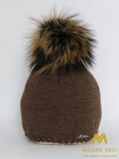 Trendy dámska čiapka s bambuľou z pravej kožušiny 5058/72