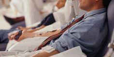 Le ministre de la santé canadien a annoncé que les homosexuels ou bisexuels pourront donner leur sang après cinq d'abstinence.