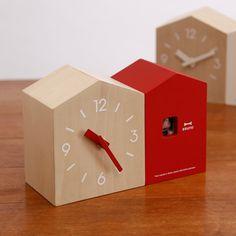 まとめのインテリア - t   小鳥の巣箱の時計。 BRUNO クックーツインハウスクロック Scandinavian Interior, Modern Interior, Wooden Walls, House Warming, Gadgets, Clock, Gifts, Home Decor, Felt