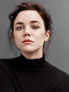 Hedda Stiernstedt, Actress: Unga Sophie Bell. Hedda Stiernstedt is an actress, known for Unga Sophie Bell (2014), Vår tid är nu (2017) and Monica Z (2013).