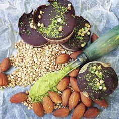 AMAZING matcha, dark chocolate and almond slice - too good!! Nom nom! www.zengreentea.com #matcha #superfood