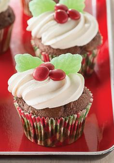 Holiday Holly Chocolate Cupcakes – Garnished with green gumdrops and red candy-coated chocolate pieces, these festive chocolate cupcakes make a great addition to the holiday dessert table.