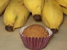 INGREDIENTES: 1 lata de leite condensado 2 bananas bem maduras amassadas (qualquer tipo) 1 colher de sobremesa de manteiga sem sal Leve ao fogo todos os ingredientes. Mexa, em fogo baixo, até começar a ferver. Depois que ferver continue mexendo (no fogo mínimo) por mais 10 minutos, até engrossar bem. Coloque o brigadeiro em um…