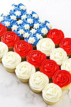 American Flag Cupcake Cake Blue Cupcakes, Vanilla Cupcakes, Chocolate Cupcakes, How To Make Frosting, How To Make Cake, Creaming Method, Liquid Food Coloring, Easy Cupcake Recipes