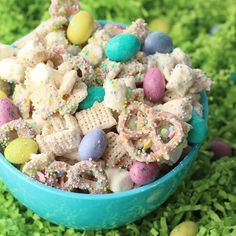 Easter Chex™ Party Mix - Easter Chex™ Party Mix Who needs eggs when Easter Chex™ Party Mix is on the table? Whip up the springtime version of our famous Christmas mix for your Easter celebrations! Easter Snacks, Easter Treats, Easter Recipes, Dessert Recipes, Easter Cake, Easy Easter Desserts, Easter Food, Easter Appitizers, Easter Baking Ideas