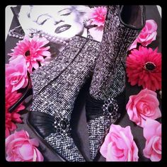 Steve Madden tweed ankle boots Awesome boots black and white tweed boots. Leather like wrap with beautiful brooch. 3 1/2 inch heel slight wear on toes. These still are in almost perfect condition. Really a beautiful and just standout shoe. Thanks for looking!! Steve Madden Shoes Ankle Boots & Booties