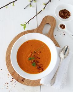 Carrot, ginger and orange soup. One Pot Wonders, Vegetarian Paleo, Frisk, Slow Cooker Recipes, Thai Red Curry, Cravings, Carrots, Food And Drink, Soup