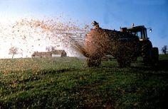 """""""il est possible de réduire cette pollution de l'air en changeant d'agriculture. La suppression des engrais azotés de synthèse est parfaitement possible, comme les agriculteurs biologiques en font la preuve par milliers ; leur remplacement par des pratiques à long terme de restauration de la fertilité organique des sols est bénéfique pour l'eau, la vie du sol... et l'air.""""...  http://www.changeonsdagriculture.fr/pics-de-pollution-l-agriculture-ne-manque-pas-d-air-a115503358"""