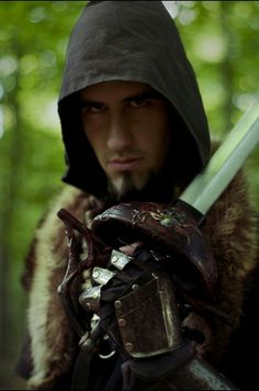 Ranger weilding a rapier in the forest. - Calimacil LARP sword : Black Asmoth, The Souldrinker