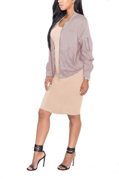A lightweight, canvas-woven bomber jacket with a zip-up front, ribbed trimd, slanted front pockets, and a zip pocket on one of its long sleeves. - Side pockets - 76% cotton 20% viscose 4% spandex - Li