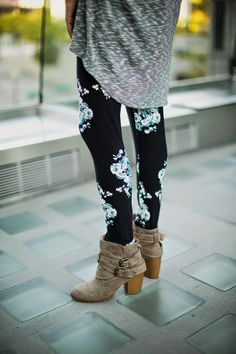 13e7d0bfe79c3 Buttery soft LuLaRoe leggings with boots! Perfect for fall! Floral Leggings  Outfit, Patterned