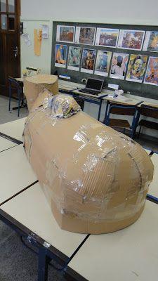 Criação da figura de um boi, com papelão, cola, fita adesiva, feltro, fitas e lantejoulas, para ser utilizado em coreografia de Bumba-meu-bo...