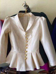 Frock Fashion, Batik Fashion, Fashion Wear, Fashion Dresses, Choli Blouse Design, Saree Blouse Designs, Myanmar Traditional Dress, Traditional Dresses, Myanmar Dress Design