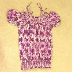 Colorful Energie top Top is unique in the way it has both sleeves and a tank tie-has elastic waistband. Is in good condition and comes from a smoke free pet hair free home. Ships next day. Ask if any more questions. Fits more like a small than a medium. Energie Tops Tees - Short Sleeve