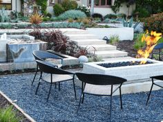 5 Drought-Tolerant Landscaping Ideas for a Modern Low-Water Garden - http://freshome.com/drought-tolerant-landscaping-ideas/