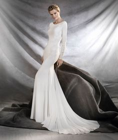 Pronovias Orquidea, $1,850 Size: 10   Sample Wedding Dresses