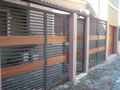 Resultado de imagen para rejas de fierro con madera para carport Main Entrance Door, Entrance Gates, House Entrance, Home Office Design, House Design, Ideas Terraza, Compound Wall Design, Metal Handrails, Modern Fence Design