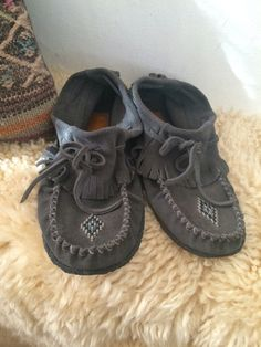 7e491d6ee88 Ladies size 9 Mens size 7 vintage beaded leather by LaurEcon Beaded  Moccasins