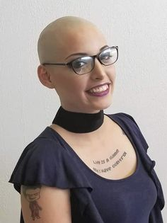 #hairdare #bald #smooth #headshave #closeshave #baldwoman #shavedhead #baldbychoice #glasses #sexy #beautiful #baldhaircuts Shot Hair Styles, Long Hair Styles, Shaved Hair Women, Buzzed Hair, Reggae Style, Shave Her Head, Bald Hair, Hairstyles With Glasses, Bald Women