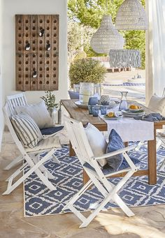 """This is how the """"Sunny Santorini"""" look works: just like in paradise! You can also enjoy the summery and light atmosphere of the popular Cycladic island on … - Decoration For Home Patio Chair Cushions, Patio Chairs, Patio Dining, Patio Table, Dining Set, Outdoor Balcony Furniture, Balkon Design, Santorini, Furniture Decor"""