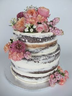 Semi Naked Cake. Devil´s Food Cake with natural flowers.