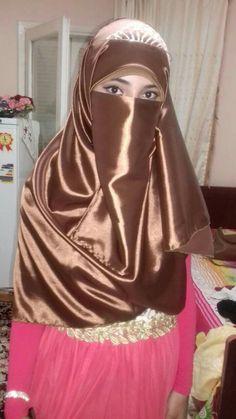 nice niqab Niqab Fashion, Modern Hijab Fashion, Muslim Women Fashion, Beautiful Muslim Women, Beautiful Hijab, Simply Beautiful, Arab Girls Hijab, Muslim Girls, Muslim Hijab