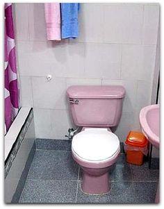 Detalle de uno de los baños de la casa. Cuba, Toilet, Bathroom, Havana, Washroom, Flush Toilet, Full Bath, Toilets, Bath