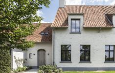 HOUSE MJ | Architect, architectuur, totaalrenovaties, totaalprojecten, nieuwbouw, nieuwbouwwoningen | Mieke Van Herck Beauvais, House Extensions, Cozy Cottage, Types Of Houses, Exterior Doors, Amazing Architecture, Traditional House, Home Deco, My Dream Home