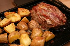 Hackbraten mit Rosmarinkartoffeln by diekatrin, via Flickr