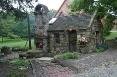 I think I'm in love with this little shed! http://yodermasonry.files.wordpress.com/2010/04/img_1620.jpg