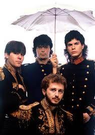 RPM - anos 80- Morria pelo Paulo Ricardo na época. Só fui ao seu show, quando já tava na carreira solo. Xonada nele até hoje! U-huuuuu