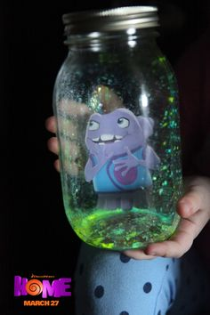 The Galaxy Jar with Oh is a fun DIY project to play in the dark with. Sponsored by DreamWorks.
